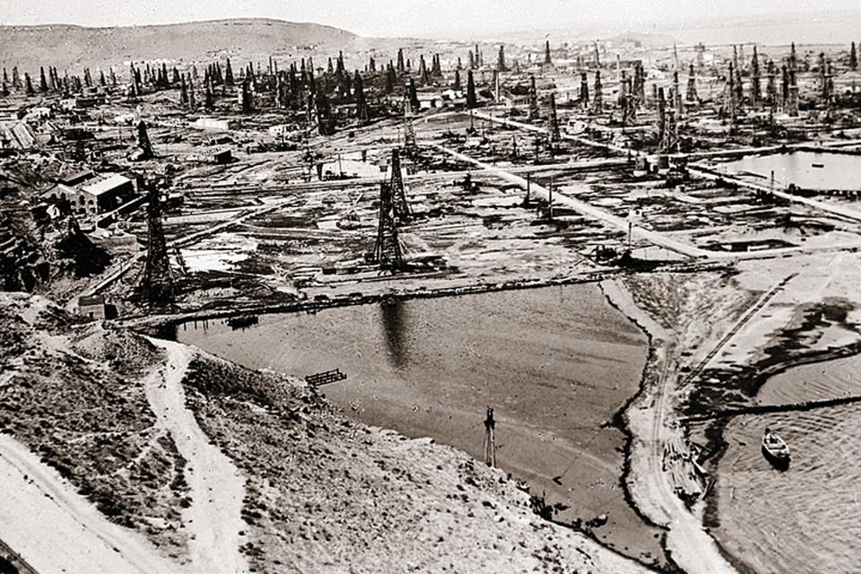 Нефтепромыслы в Баку фактически представляли собой склад горючего под открытым небом. Отличная мишень для авиаудара!