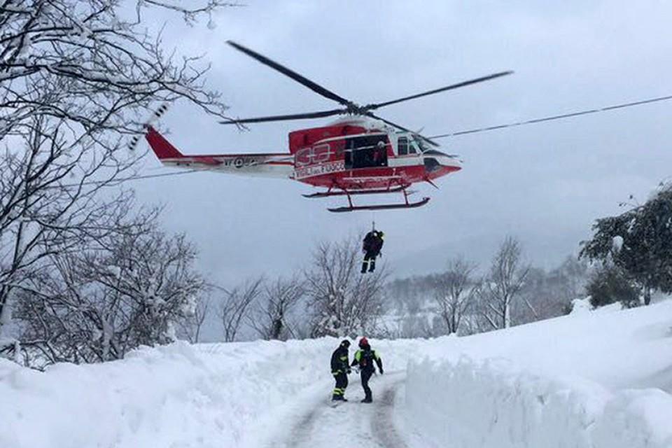 Проведение спасательной операции осложняется крайне неблагоприятными погодными условиями