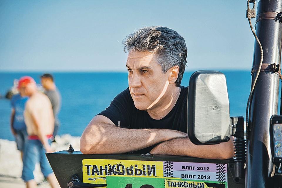 Новый фильм Алексея Пиманова вроде бы про масштабное геополитическое событие, но на самом деле - про любовь. Фото: Компания «ПимановФильм»