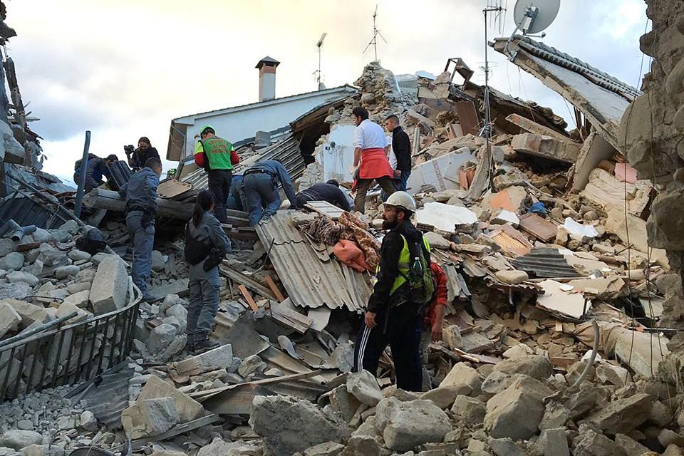 Мощное землетрясение разрушило несколько городов в центральной Италии