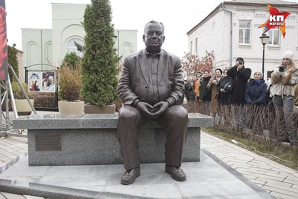 Памятник рязанову самара адрес памятники старый оскол цена быль