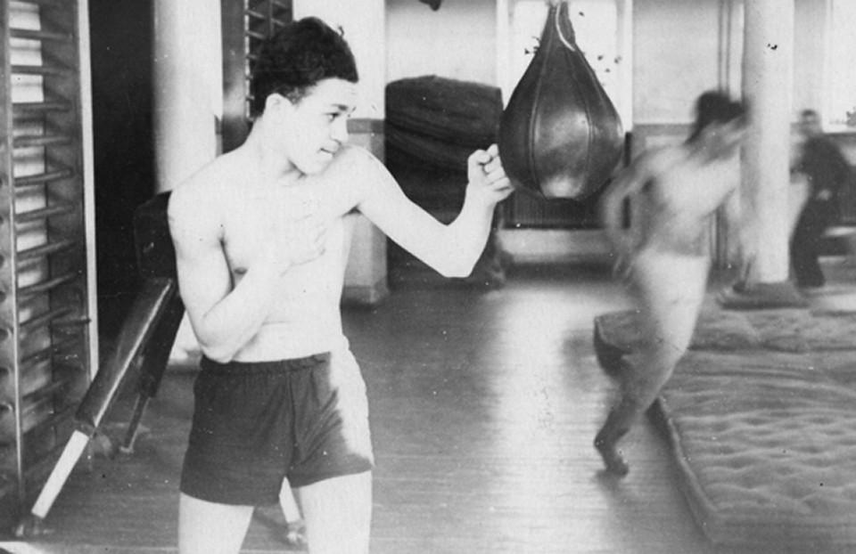 Во время учёбы в техникуме Кобзон увлёкся боксом