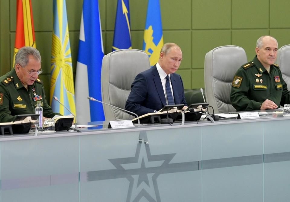 Верховный главнокомандующий РФ Владимир Путин посетил Национальный центр управления обороной.