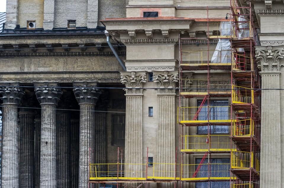 Завершилась реставрация восточного фасада Казанского собора в Санкт-Петербурге