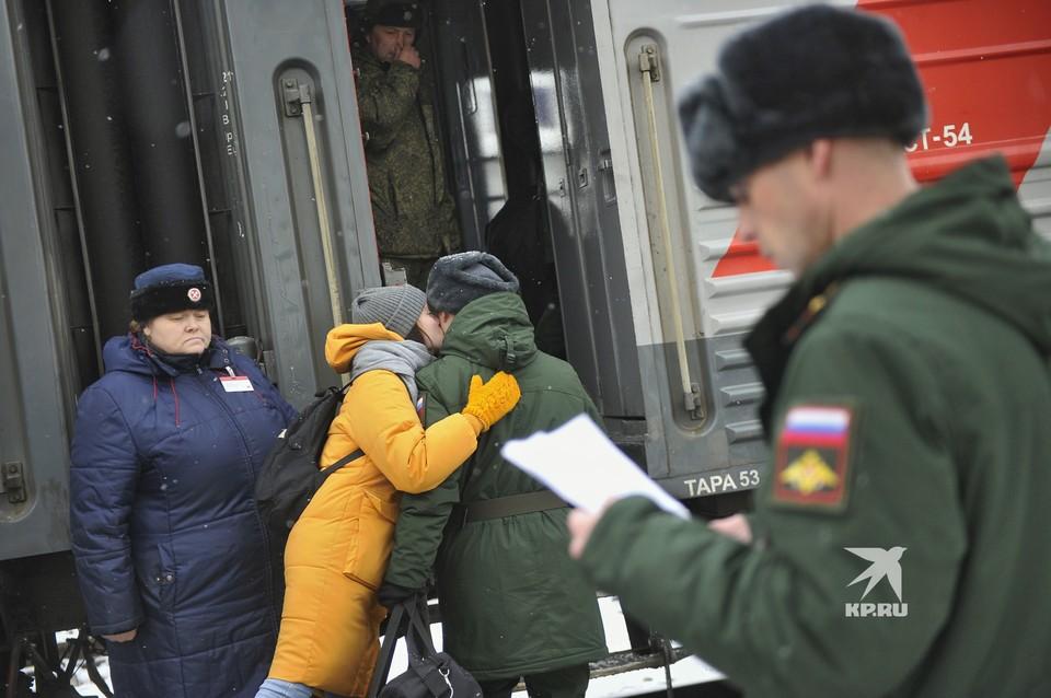 Призывники с всего Урала отправились для службы в армии на Дальний Восток