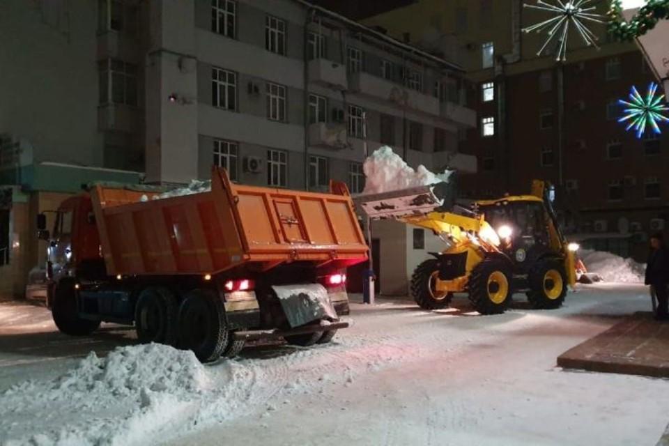 Почти 130 тысяч кубометров снега было вывезено с улиц Кузбасса за новогодние праздники. Всего с начала зимы было убрано более 1, 225 миллиона кубометров снега. ФОТО: пресс-служба администрации Правительства Кузбасса.
