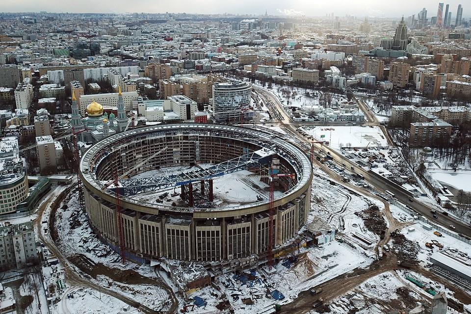 В столице проходит реконструкция знаменитого спорткомплекса «Олимпийский», по окончании которой в 2023 году обновленный комплекс получит аквапарк, бассейны, каток, гимнастические залы, оздоровительно-реабилитационный центр, теннисные корты