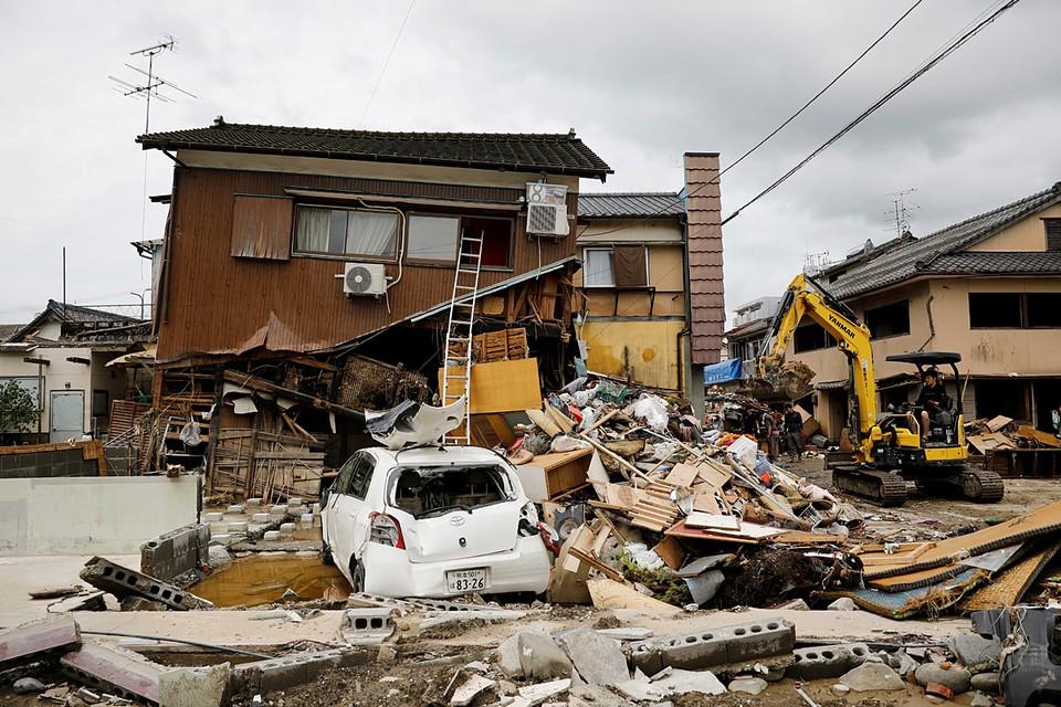 Около 60 человек погибли в результате наводнений и оползней на японском острове Кюсю