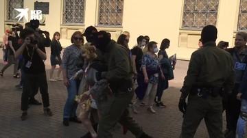 Участников несанкционированной акции задерживают в Минске