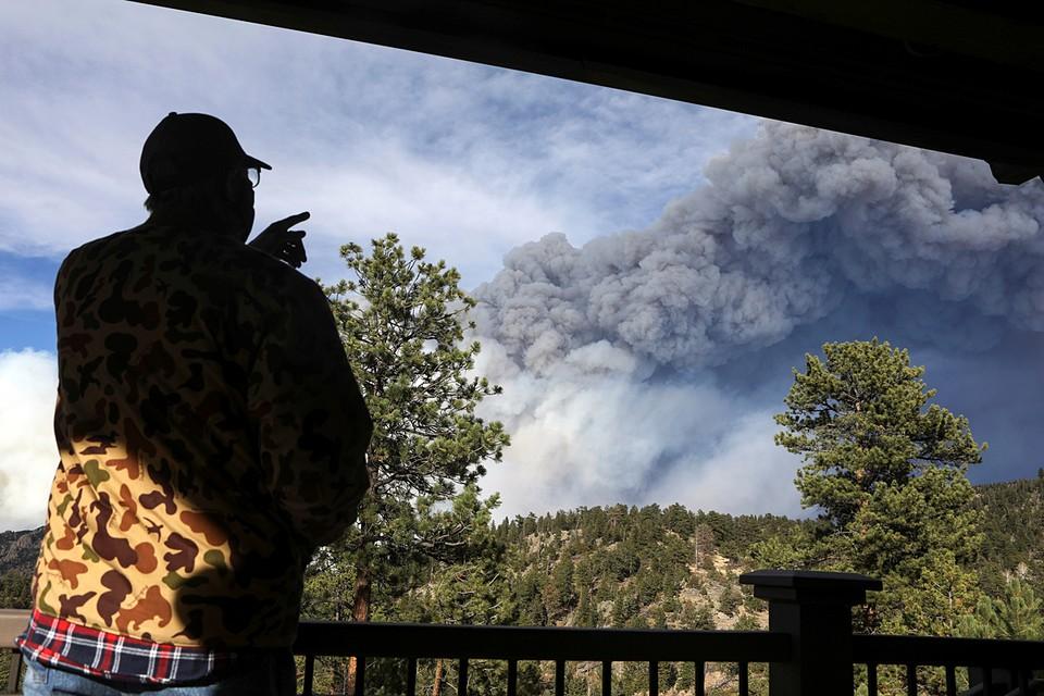 Площадь природного пожара в северной части американского штата Колорадо в субботу увеличилась до 805 квадратных километра. Огонь распространяется из-за сильного ветра