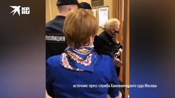 Актрису Дрожжину доставили в суд