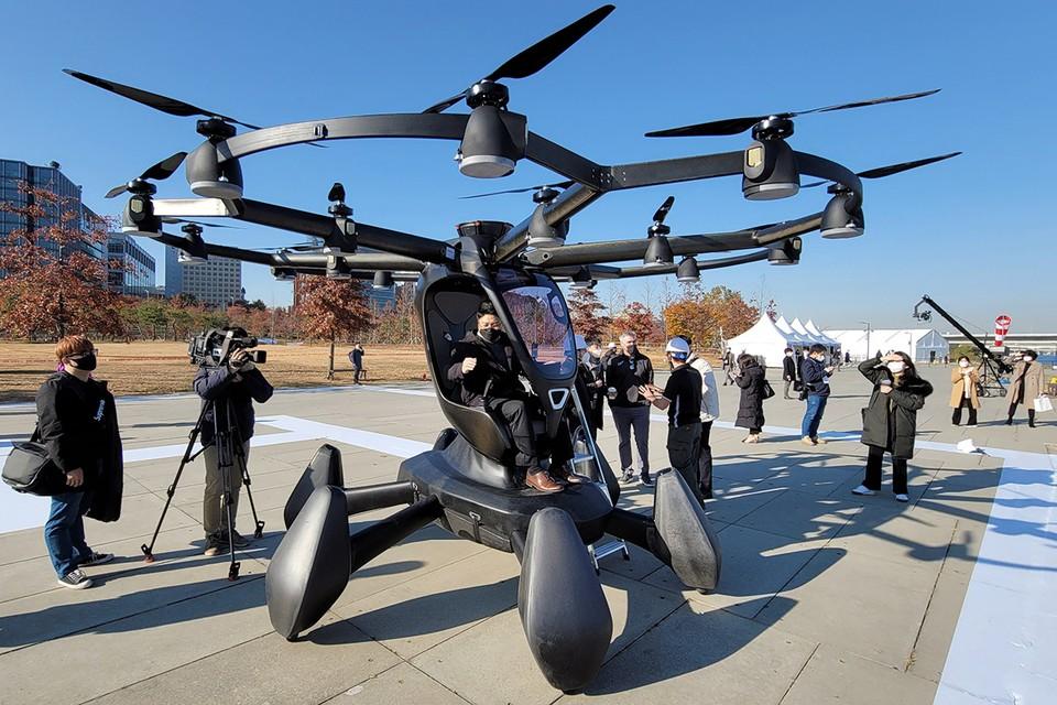 В Сеуле прошла демонстрация работы беспилотных летающих такси. Министерство транспорта Республики Корея уже запланировало полноценный запуск работы беспилотного воздушного такси на 2028 год. Фото: Станислав Варивода/ТАСС
