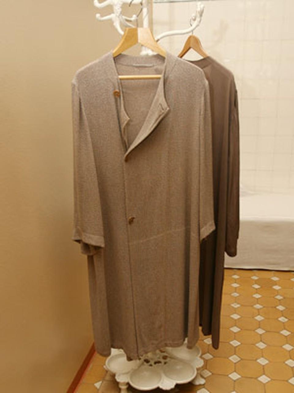 Вешалка с халатами