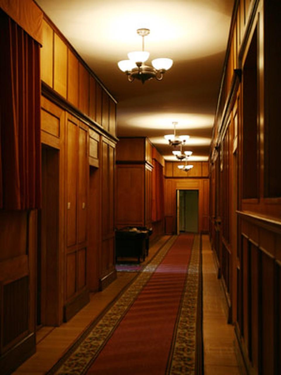 Длинный коридор к хозяйским покоям