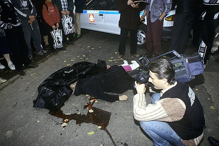 """1997 год, Москва. Журналисты телепередачи """"Дорожный патруль"""" на месте двойного убийства."""