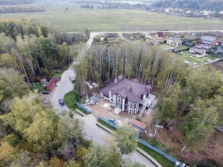 По словам родных, этот дом, купленный и обустроенный Дмитрием на ее деньги, Жанна видела только на фотографиях. Фото: Архив «ЭГ»