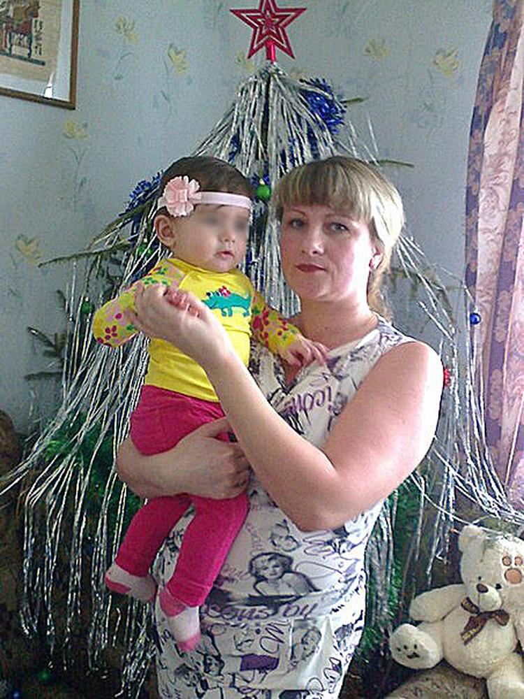 Любовь Мозгина впервые взяла с собой на отдых дочурку - полуторагодовалую Алису. Фото: соцсети