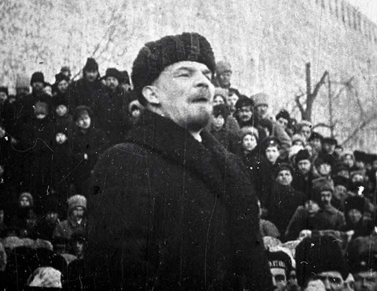 Ленин сказал четко, что с 25 октября большевики превратились в главных защитников Отечества