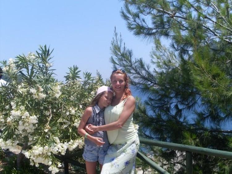 Женя с дочкой Таней на отдыхе за полгода до трагедии.