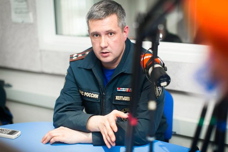Главный пожарный Челябинска советует не оставлять на ночь включенными гирлянды на елках