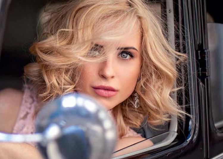 Мирослава говорит, что обожает водить, но своей машины у нее сейчас нет. Фото: auto99.ru