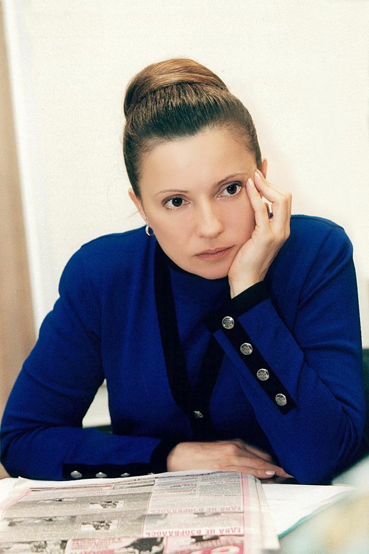 Тимошенко пробует и другие укладки в деловом стиле... Фото: EAST NEWS.