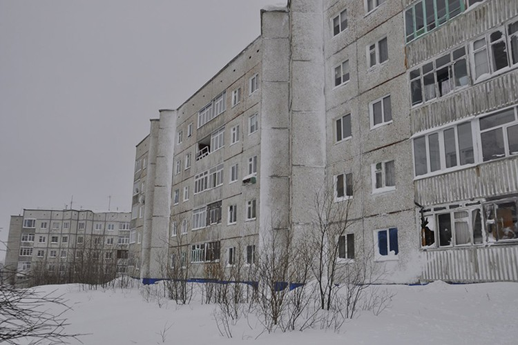 Выбитые окна в домах кировчан отреомнтируют за счет городского бюджета.