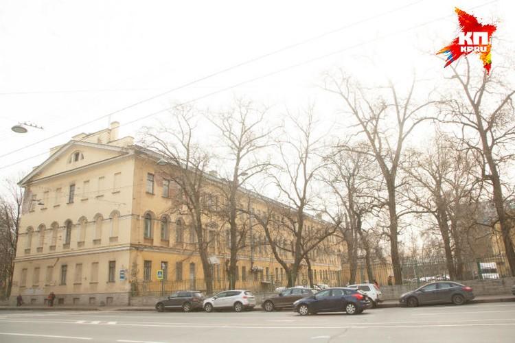 ЧП случилось в военном госпитале на Суворовском проспекте