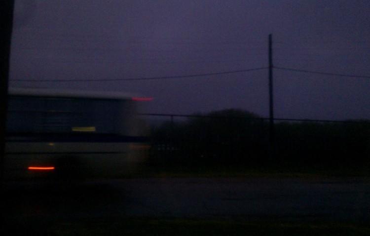Автобус с подозреваемыми покидает Ивашевку