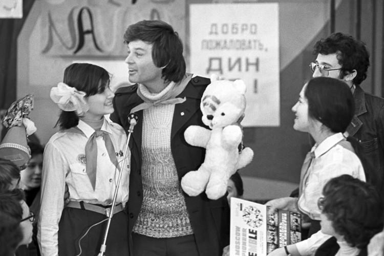 Дин Рид во Дворце пионеров на Ленинских горах. Фото Бориса Кавашкина /Фотохроника ТАСС
