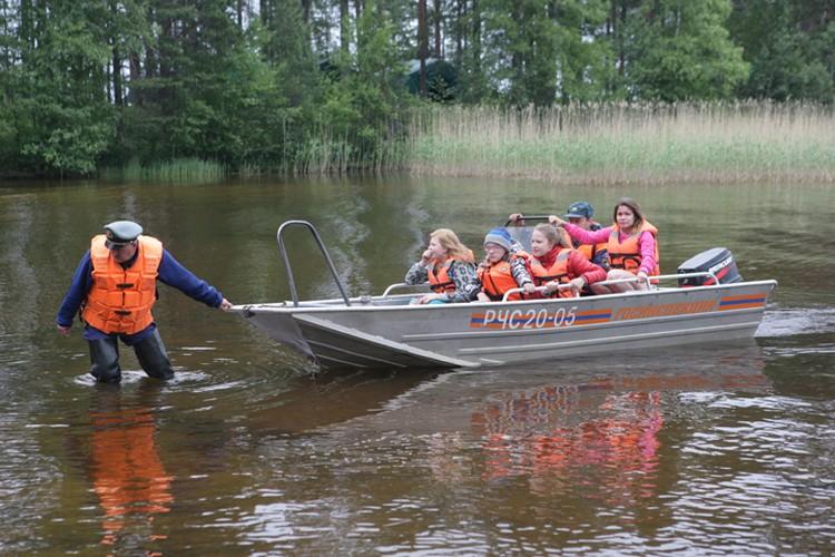 Спасательная операция шла до позднего вечера воскресенья и возобновлена утром в понедельник Фото: Игорь Подгорный/ТАСС