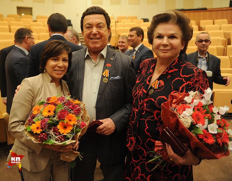 Иосифу Кобзону и Валентине Терешковой вручены боевые медали за Сирию