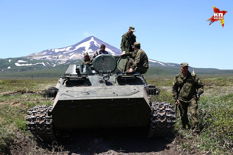 Министерство обороны направило на остров мощную экспедицию, с техникой и профессиональными поисковиками
