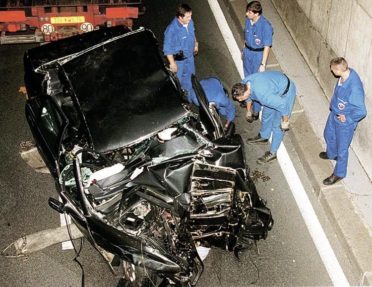 Париж, 31 августа 1997 года. В аварии выжил только телохранитель Тревор Рис-Джонс, но он не помнит подробностей автокатастрофы. Фото: Jerome DELAY/ASSOCIATED PRESS