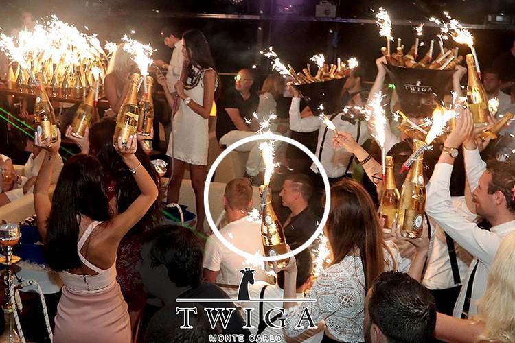 По словам очевидцев вечеринки, всего спортсмены купили для гостей заведения около 500 бутылок шампанского на общую сумму 250 тысяч евро. ФОТО Фейсбук клуба