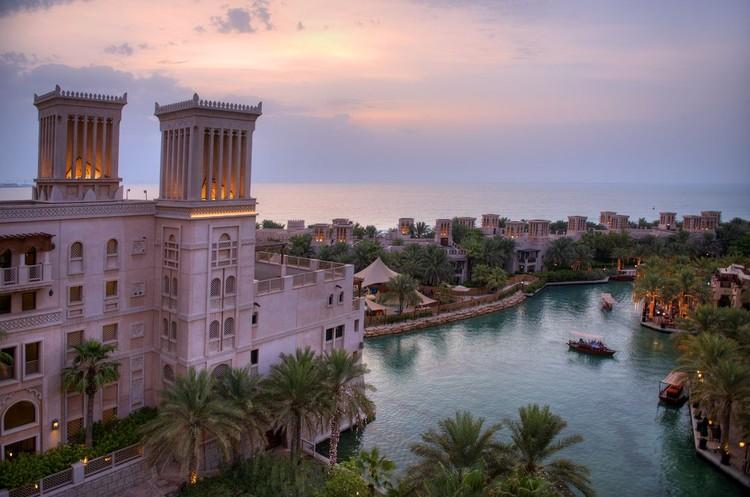 В отеле Madinat Jumeirah среди отдыхающих можно даже Тома Круза встретить!