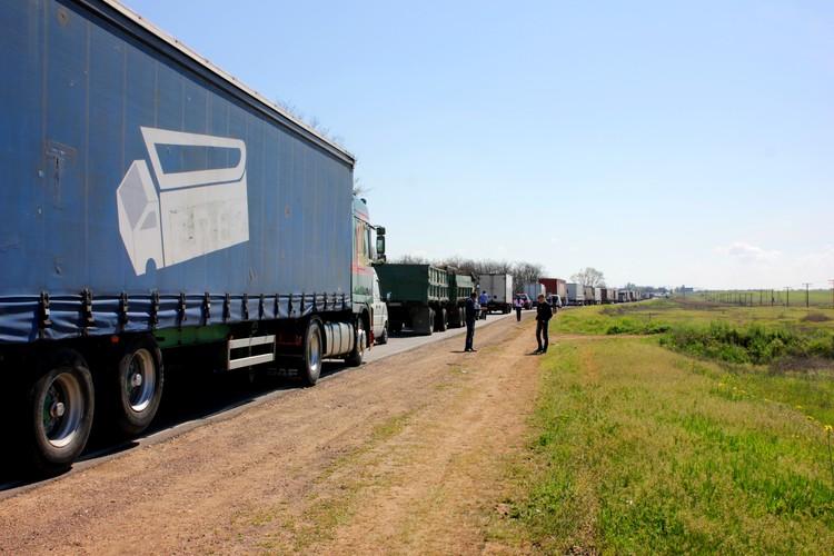 Такой затор был на российско-украинской границе, когда Ислямов объявил продовольственную блокаду Крыма.