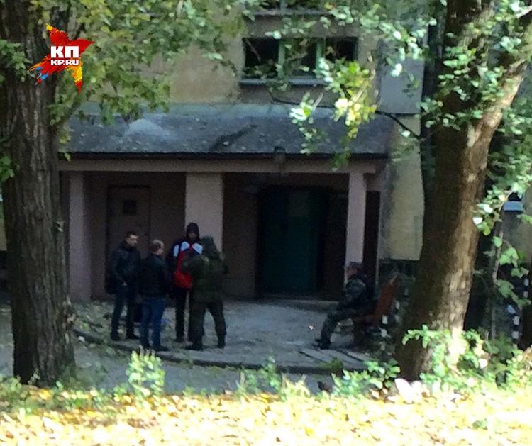 Подъезд дома, в котором погиб Моторола. ФОТО Вадим НИКОЛАЕВ