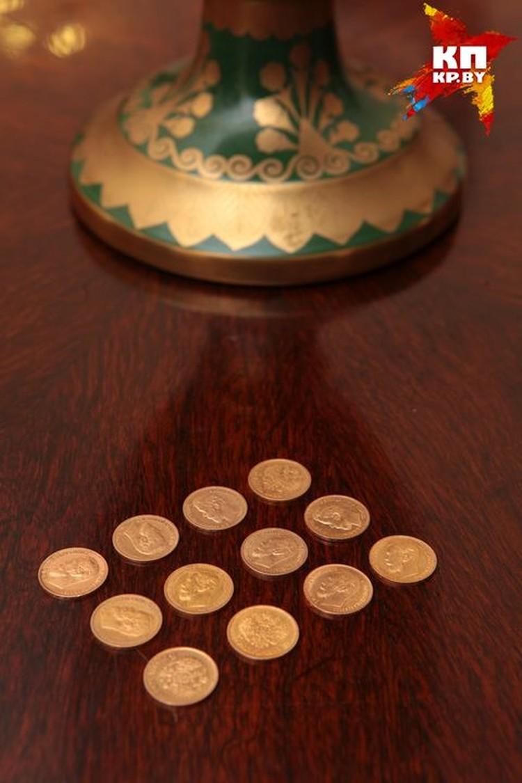 Сначала в музей передали 12 монет, потом принесли еще одну