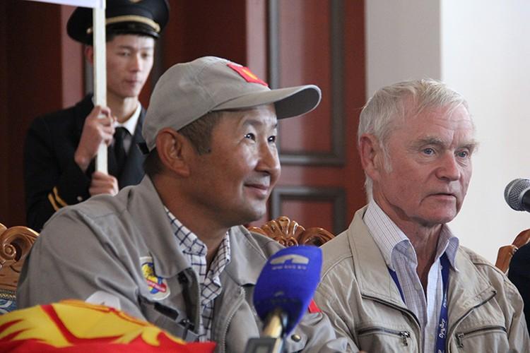 Фирменную улыбку и радушие знаменитый кыргызстанец пронес через весь земной шар.