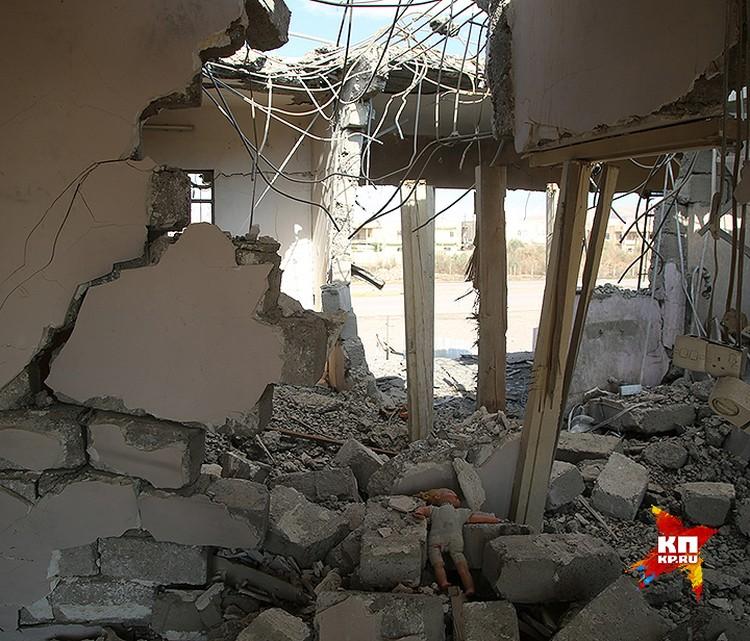 Последствия наступления иракской армии на позиции ИГИЛ в городе.