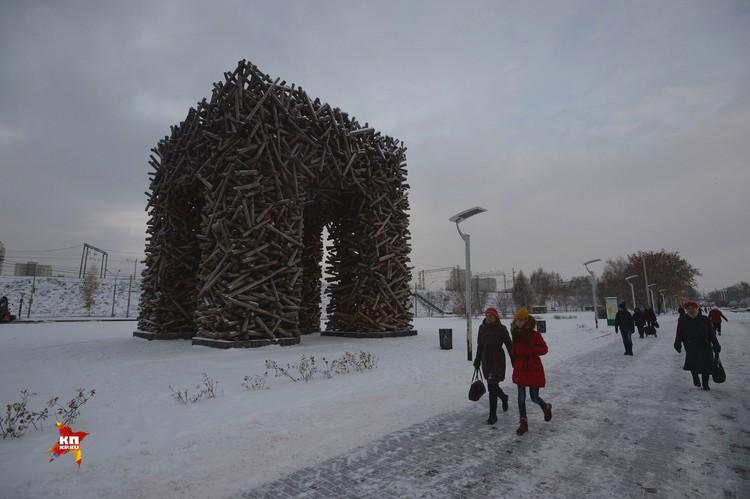 Гигантский табурет символизирует первую букву в названии города Пермь.