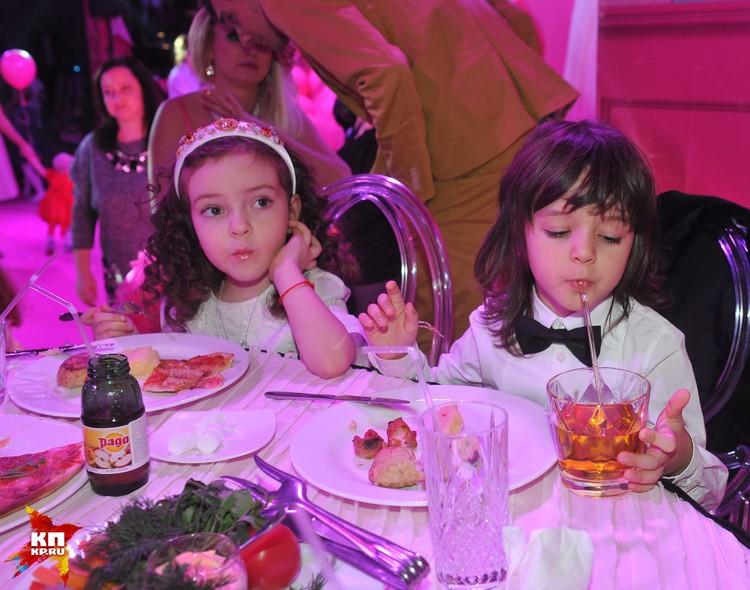 Алла-Виктория и Мартин очень похожи на свою бабушку Викторию, маму Киркорова.