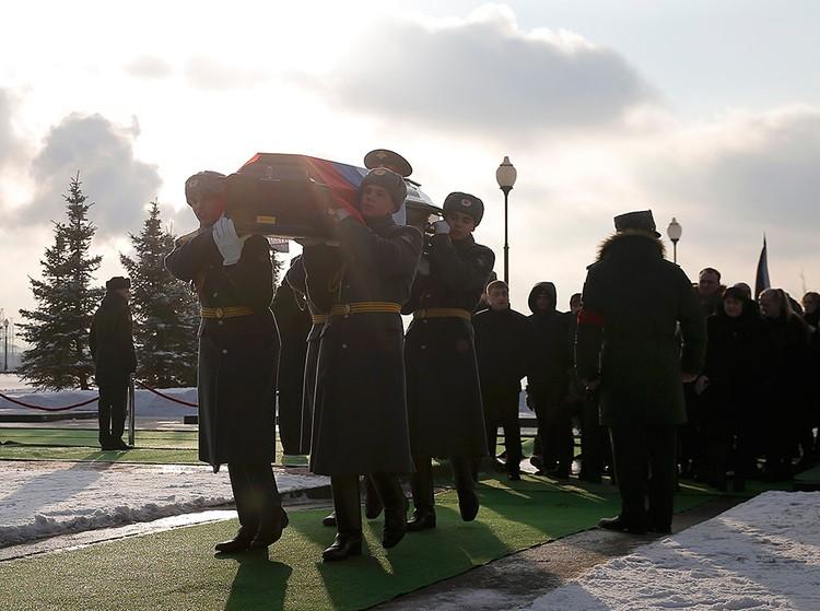 Погибшим в катастрофе Ту-154 над Черным морем отдали воинские почести