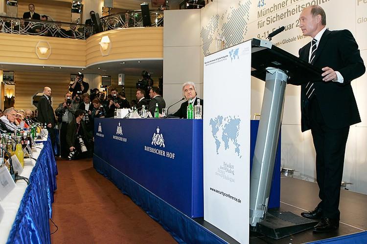 В своей речи Путин говорил об обеспокоенности Москвы развертыванием ПРО в Европе. Она, как нас тогда уверяли, направлена против «стран-изгоев», на случай, если они овладеют ядерным оружием. Фото ИТАР-ТАСС/ Дмитрий Астахов