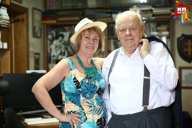 Как ни уговаривали мы с супругой Ириной надеть прекрасную шляпу из Центральной Америки - ни в какую. Мол, какая шляпа зимой? И зря - жена невероятно хороша!