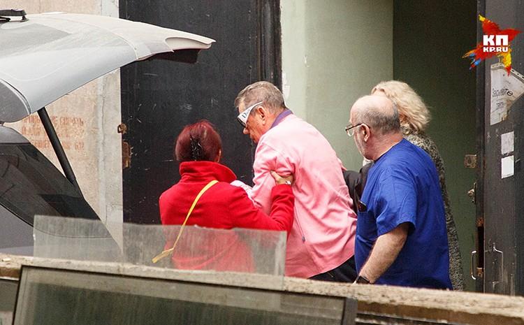 Караченцова выписали из больницы