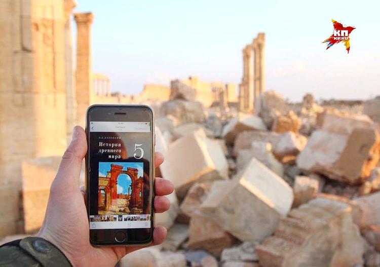 """Арка, известная по учебнику истории времён СССР, разрушена варварами организации """"Исламское государство"""" (запрещена в РФ)."""