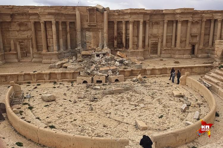 Разрушения в Амфитеатре Пальмиры. Варвары вновь прибегли к взрывчатке.
