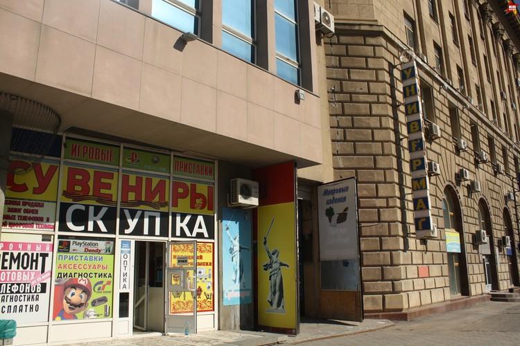 Здание обещают преобразить, но при этом сохранить узнаваемый внешний облик ЦУМа. Фото Алина Ребрикова.